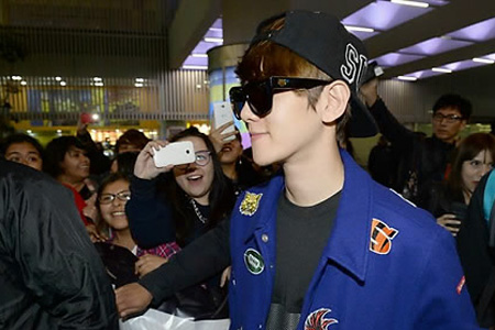 One of South Korea's hard living bad-boy rock stars arrives in Mexico City. Photo: Yonhap